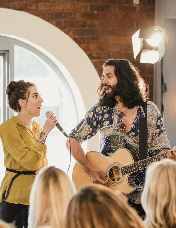 Types of Live Performers to Hire for a Wedding